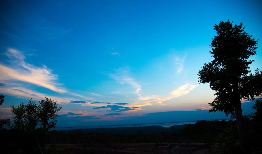วัดสิรินธรวรารามภูพร้าว วิวสวย บรรยากาศสวยงาม ที่น่ามาเที่ยวของอุบล