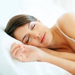 วิธีเตรียมตัวเองให้นอนหลับสบายเพื่อไม่ให้สิวเกิดขึ้น กับหน้าของเรา