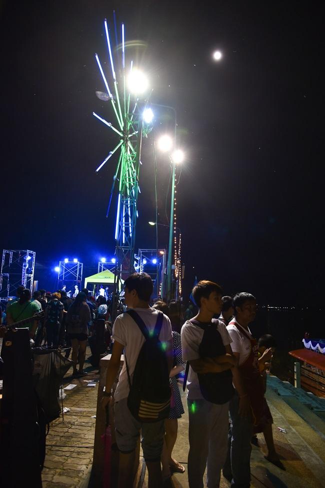 ( ภาพ )ประเพณีไหลเรือไฟ ของจังหวัดอุบลราชธานี 2558